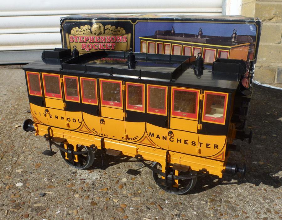 Hornby Stephensons Rocket Coach - Red