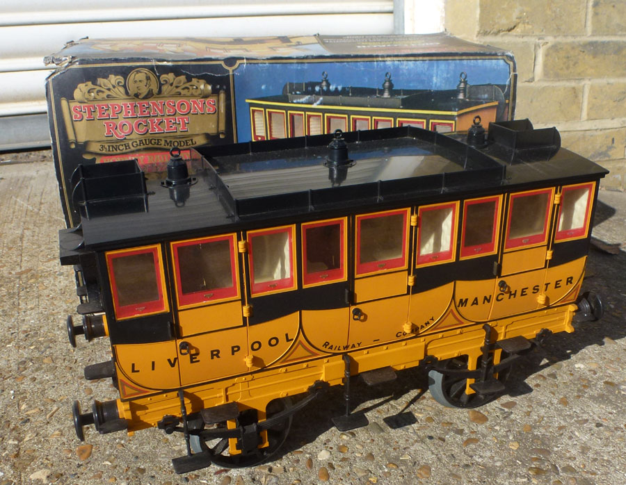 Hornby Stephensons Rocket Coach - Blue
