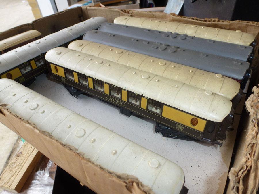00 gauge Triang Pullman coaches