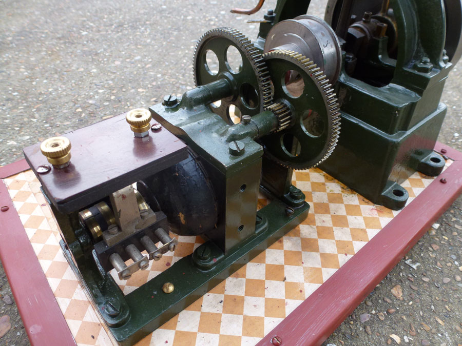 Vertical Stationary Engine with Dynamo